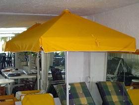Sombrillas parasoles tradicionales de hierro o aluminio for Piletas cuadradas de lona
