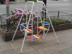 Juegos infantiles hamacas toboganes calesitas for Calesitas de jardin