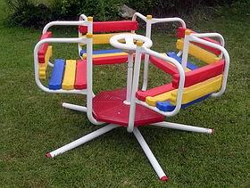 Juegos infantiles hamacas toboganes calesitas autos weblog for Juegos de jardin de hierro