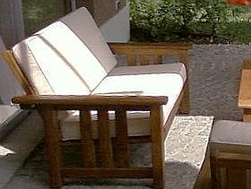Sillas y sillones plegables de madera para exterior for Sillones con tarimas de madera
